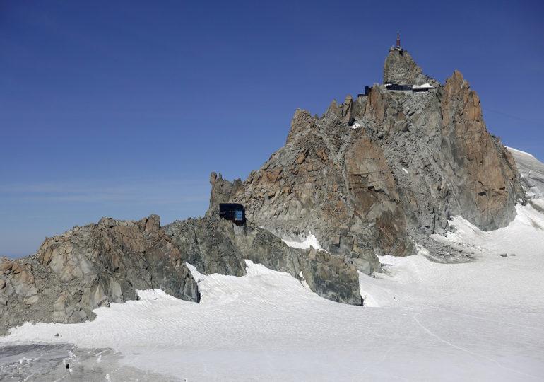 Quelle évolution pour la stabilité  des infrastructures construites sur  le permafrost dans les Alpes françaises ?